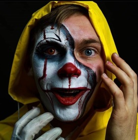 Marcin Riegel as Pennywise / Georgie
